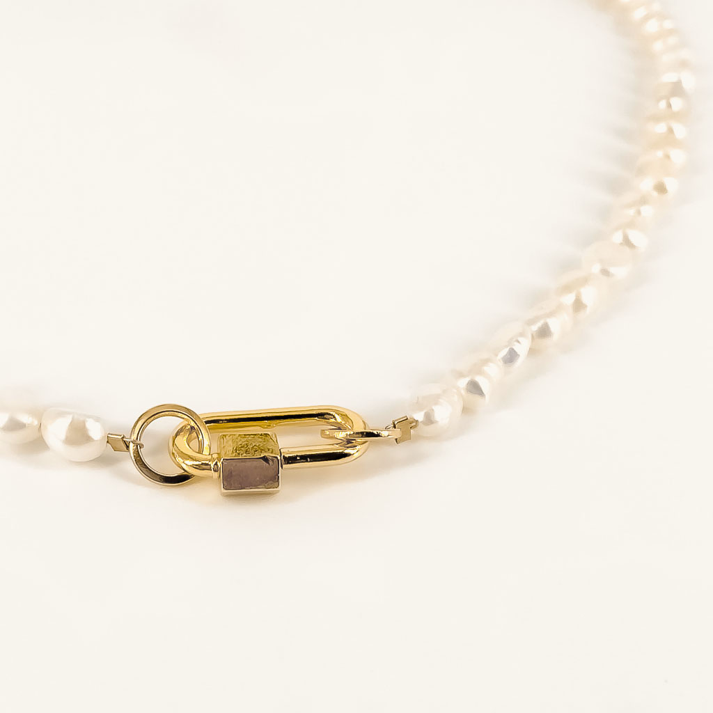 Zoetwater Pippa parel ketting gold plated details